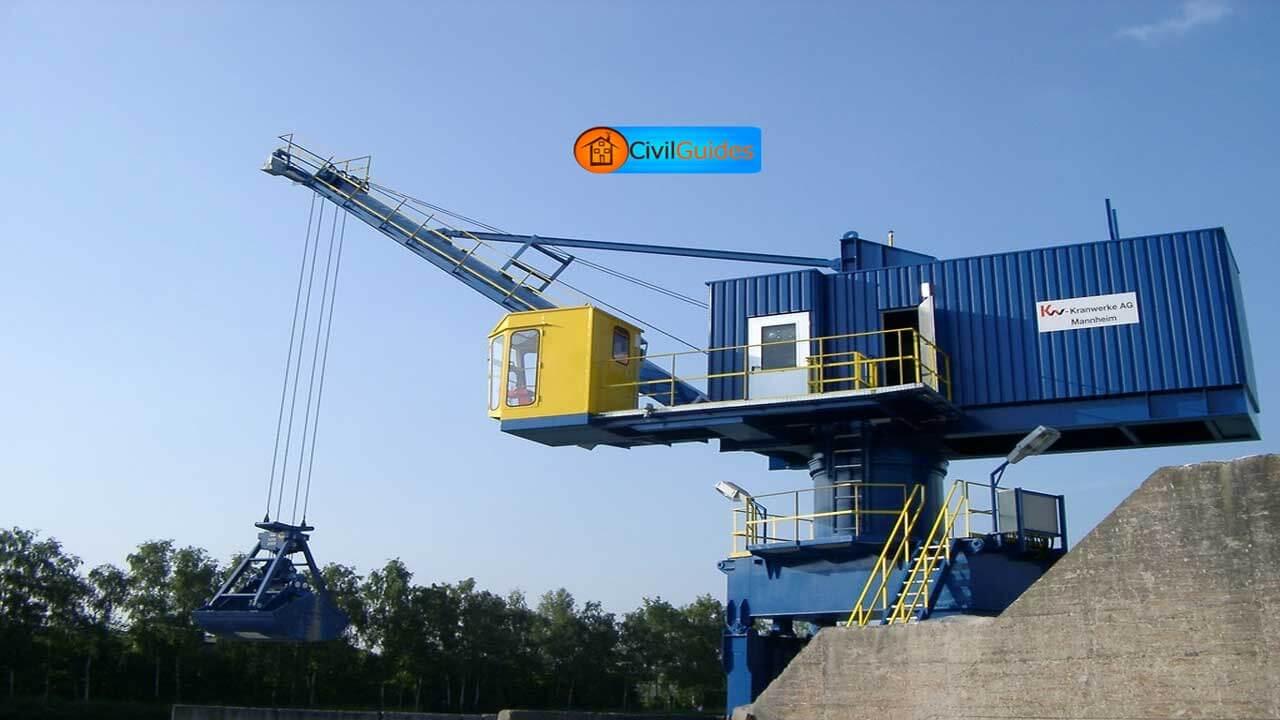 level-luffing-crane